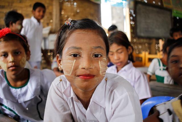 La perspective d'une meilleure éducation se dessine pour Ma, âgée de sept ans et réfugiée du camp d'Ohn Taw Gyi (Myanmar). Photo : FLM Myanmar/Isaac Kya Htun Hla